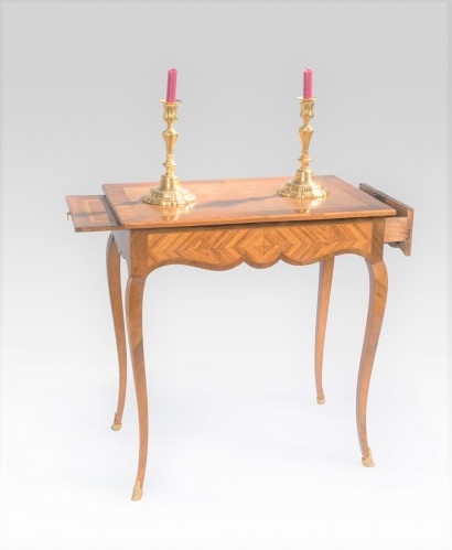 Table-Louis-XV-tiroirs.jpg